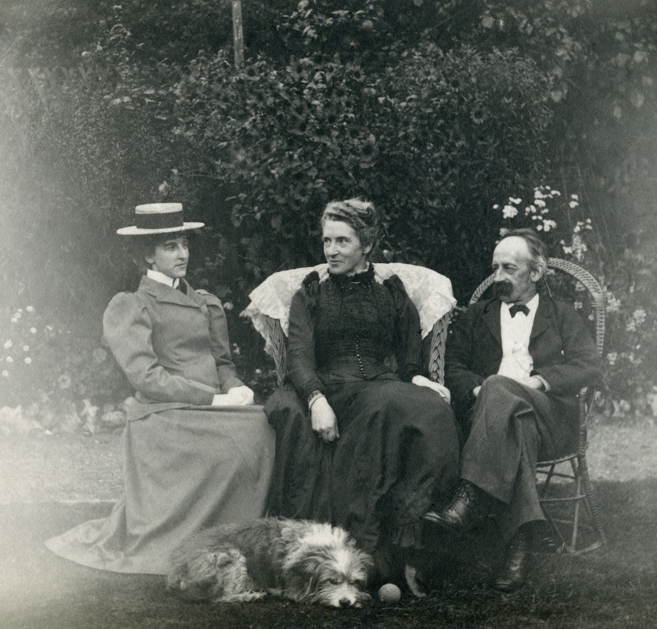 Unknown lady with Jennie & Fred Enock - August 20th 1899 - photo by Jack Enock
